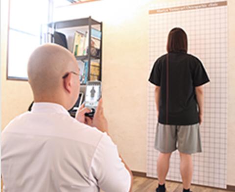 姿勢検査風景写真